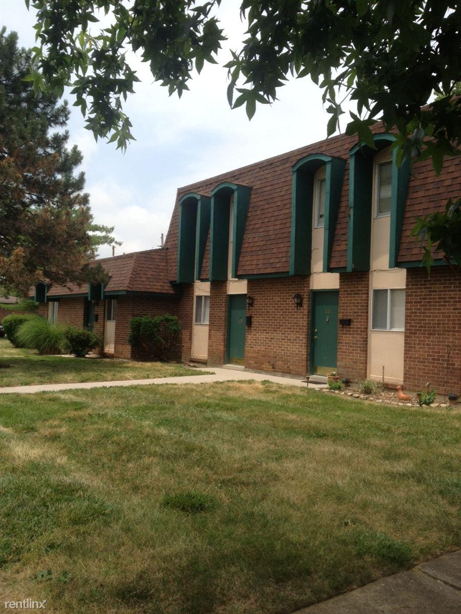Carriage House Apartments in Englewood photo #1