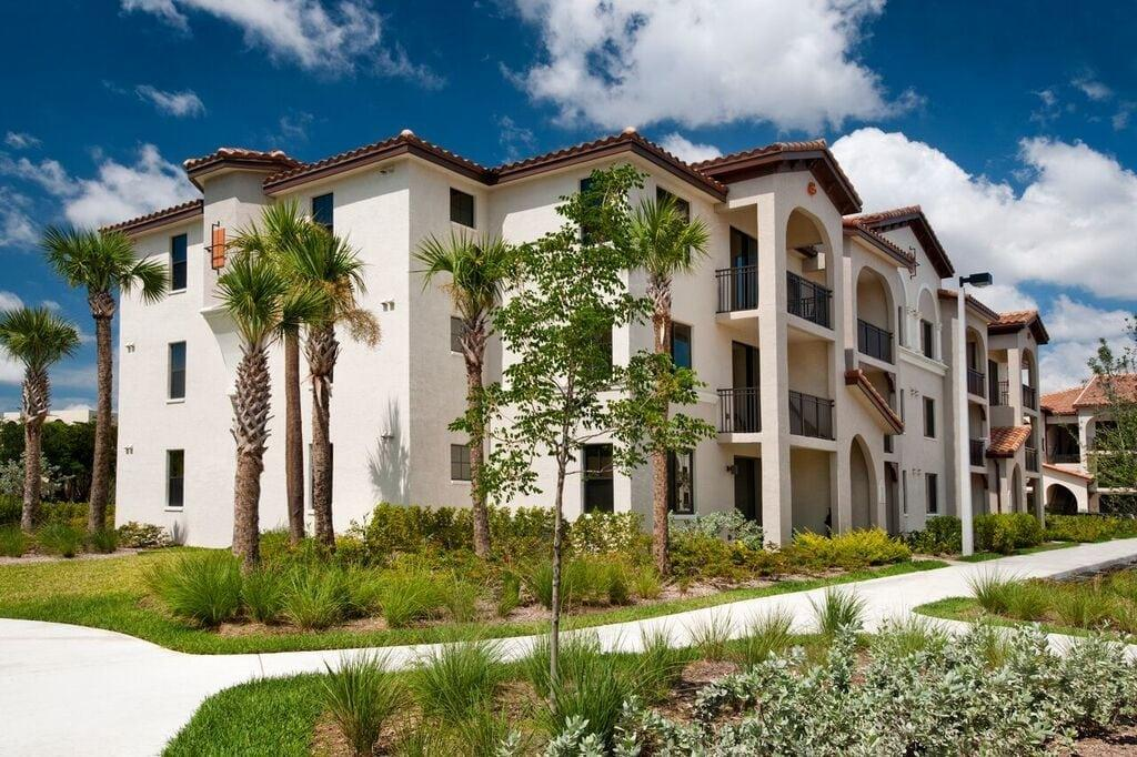 Doral View Apartments photo #1