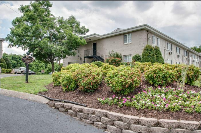One BR Apartment - Only 20 minutes west of downtown Nashville. photo #1