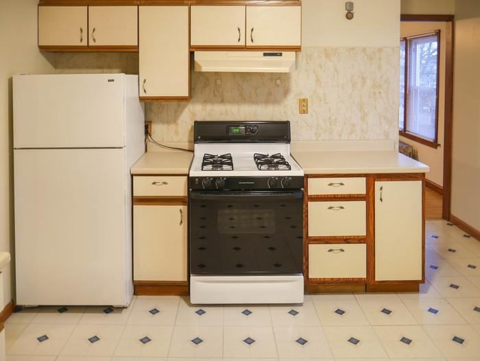 Springfield - This updated 2 BR apartment has great space in all the