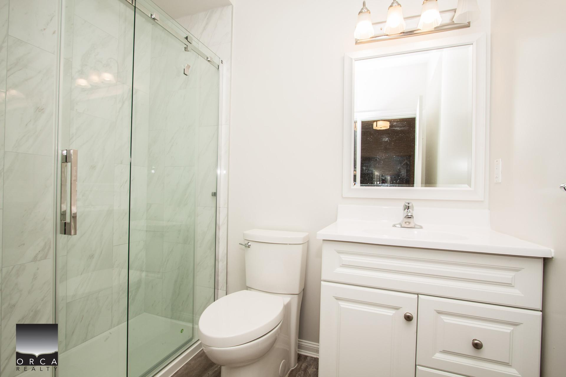 (ORCA_REF#936A)***1000 SQFT - BRIGHT - NEWLY RENOVATED LOWER LONSDALE 2 BED/2BATH APARTMENT***