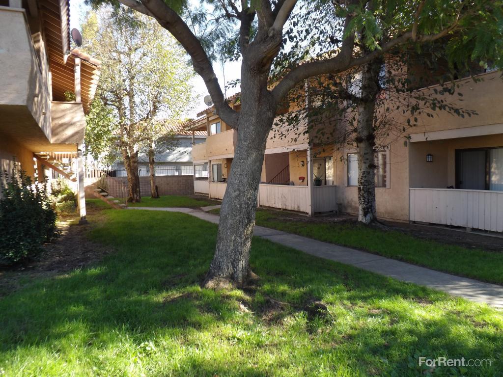 Suntree Apartments, Rialto CA - Walk Score