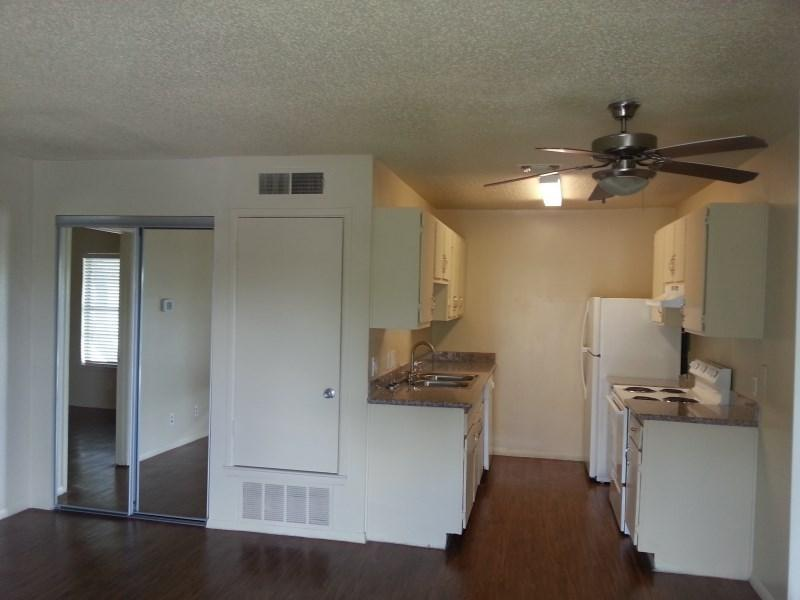 3 bed, 2.0 bath, 1008 sqft, $849 photo #1