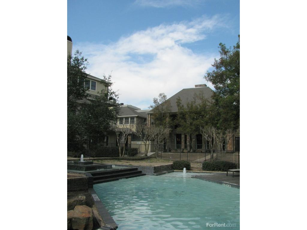 Country Club Apartments photo #1