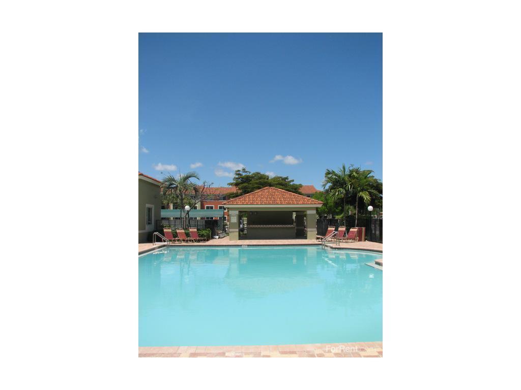 Miami Stadium Apartments Photo 1