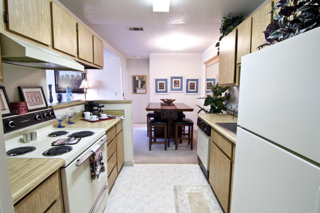 Live Oak Apartments photo #1