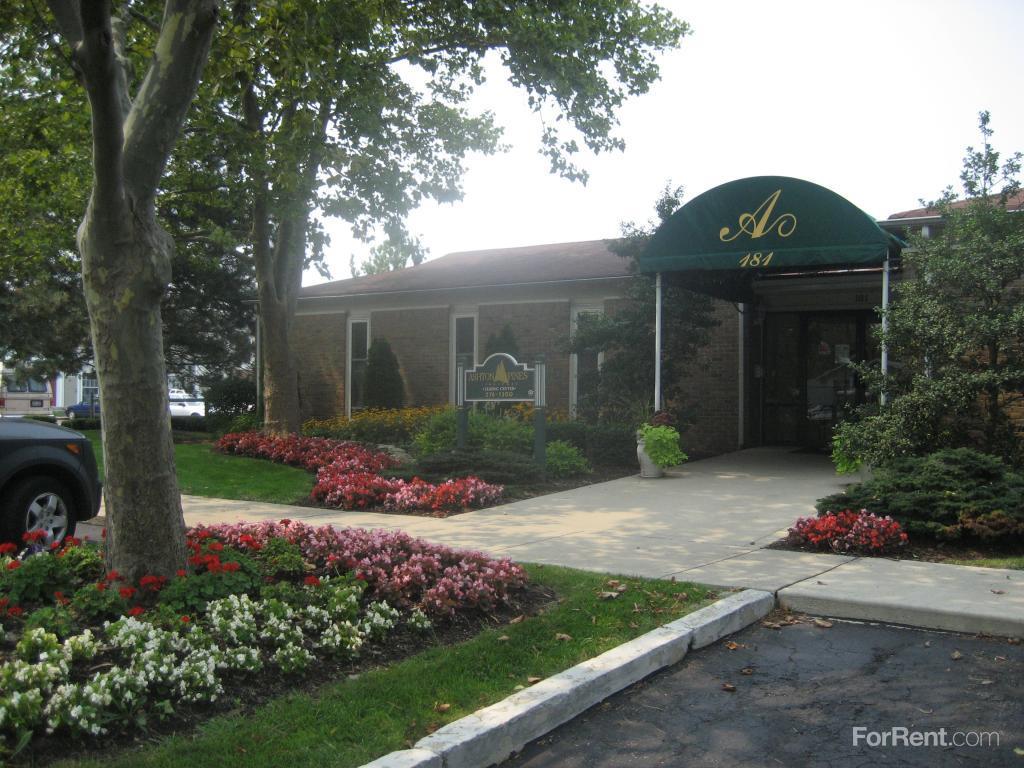 Ashton Pines Apartments & Townhomes photo #1