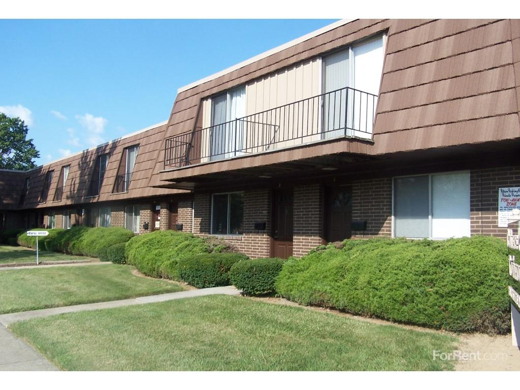 College Park Townhouses Commodore Arms Apartments Elyria