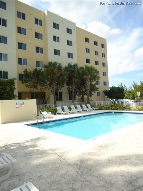 Calusa Cove Apartments photo #1