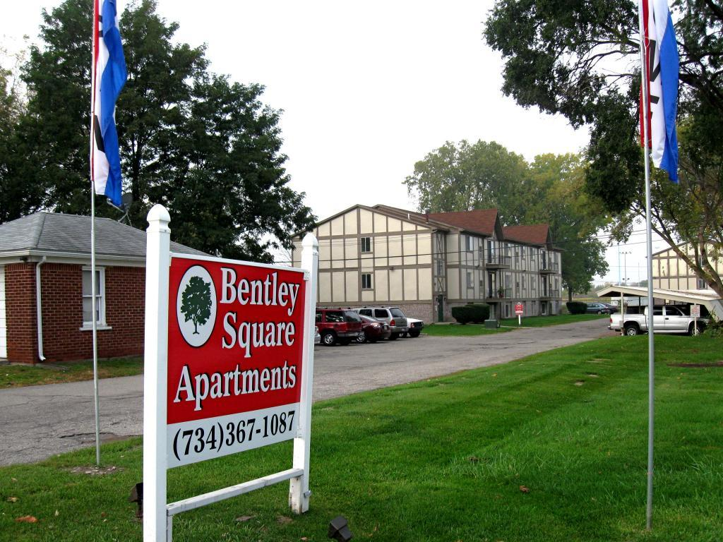 Bentley Square Apartments Garden City MI Walk Score