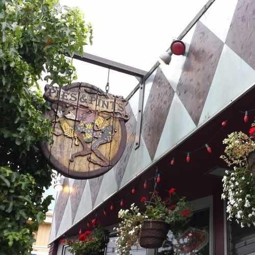 photo of Pies & Pints at 1222 Northeast 65th Street Seattle WA 98115