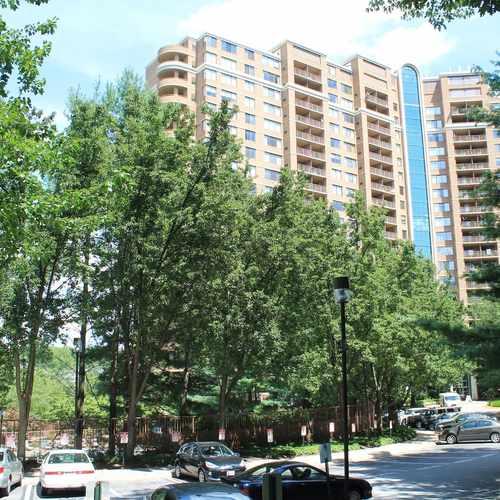 photo of Grosvenor Park I Condominium at 10201 Grosvenor Place Rockville MD 20852
