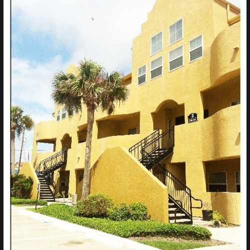photo of Seaside Village Apartments and Corporate Rentals at 4925 Fort Crockett Boulevard Galveston TX 77551