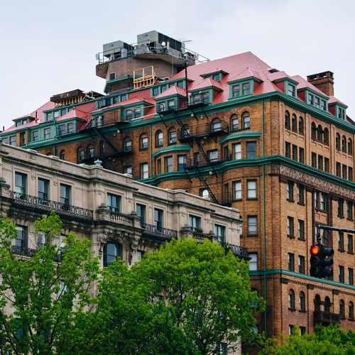 photo of Stafford Apartments at 716 Washington Place Baltimore MD 21201