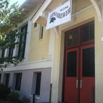 Photo of Edna Brewer Middle School in Glenview, Oakland