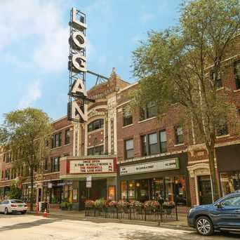Photo of Logan Theatre in Logan Square, Chicago
