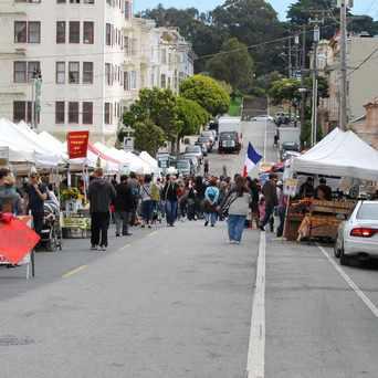 Photo of Divisadero Farmers Market in Alamo Square, San Francisco