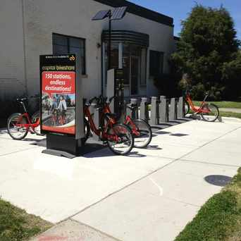 Photo of Capital Bikeshare: Henry St & Pendleton St in Braddock Road Metro, Alexandria