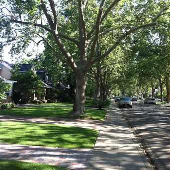 Photo of J ST & 43RD ST (EB) in East Sacramento, Sacramento