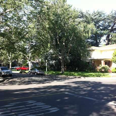 Photo of FOLSOM BLVD & 43RD ST (WB) in East Sacramento, Sacramento