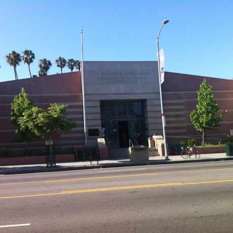 Photo of Washington Irving Branch Library in UNNC, Los Angeles