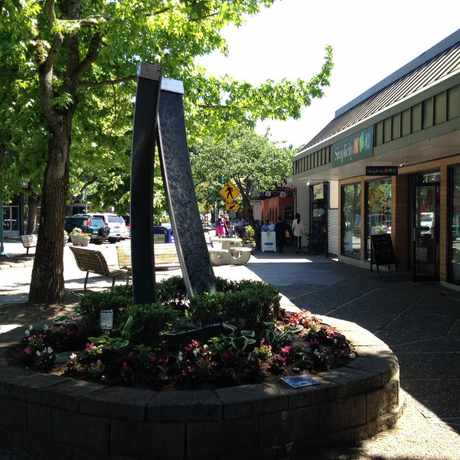 Photo of Fountain Sculpture in Moss Bay, Kirkland