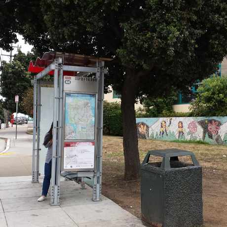 Photo of Bus Stop #16399 silver avenue in University Mound, San Francisco